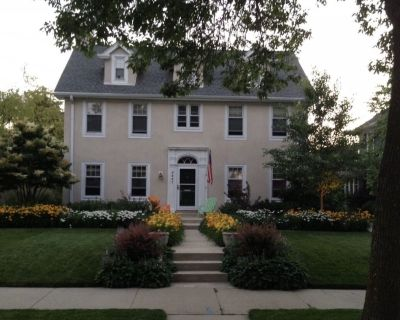 Charming colonial 3.2 miles from the DNC - Downer Woods