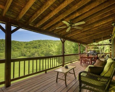 Gorgeous cabin on 4+acres with a rambling creek, hot tub, fire-table and gas grill. - Morganton