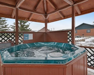 Two Comfortable Cabins w/ Shared Hot Tub - in the Heart of South Fork - Dogs OK - South Fork