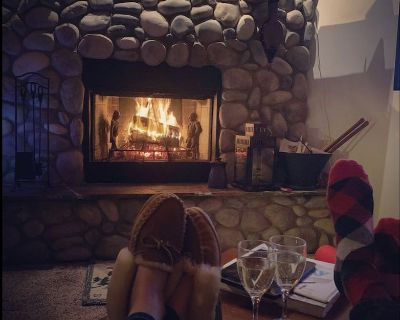 4 bedroom condo In Beautiful Big Sky MT, hot tub close to skiing and trails - Big Sky