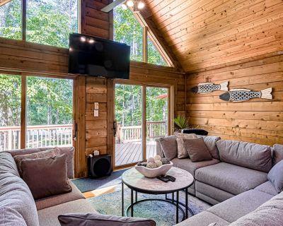 Fantastic Retreat W/ Dock, Boat Mooring, Fast WiFi, Deck, Firepit & Game Room! - Bumpass