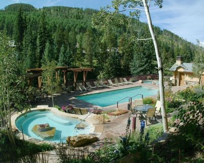 Platinum-rated 4 bedroom luxury condo, ski-in ski-out, heated pool and hot tub - Vail