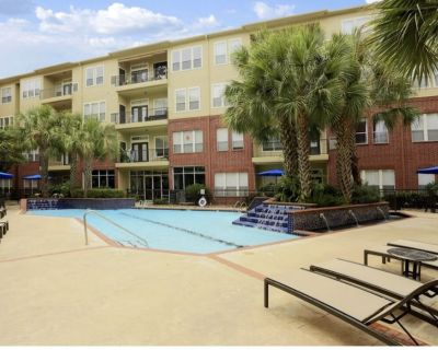 This Spacious 2bedroom 2bathroom Apartment is Short Distance From Galleria Mall - Uptown