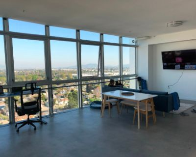 Apartment Loft with a Mountain View, Panorama City, CA