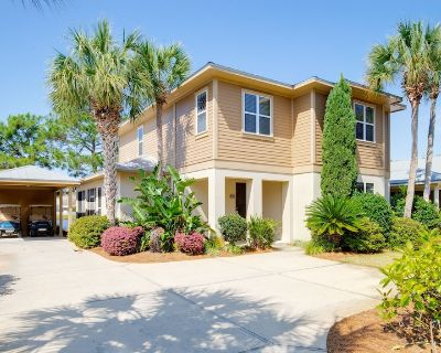 Lakefront Home at the Beach! Two 6-Seat GOLF CARTS, Fire Pit, Near Pool, Tram - Sandestin