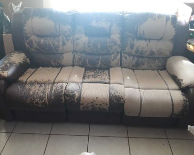 Dual Recliner Couch and Dual Recliner Love Seat...