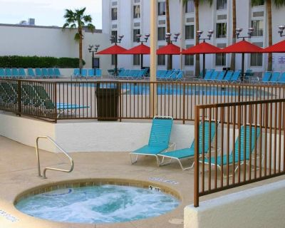 Group Vacay! 2 Cozy Units Near Attractions, Pool, Restaurants - Laughlin