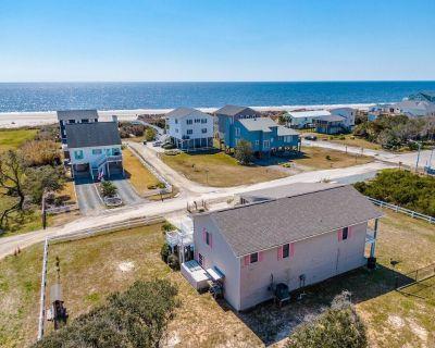Cassidy's Cottage: 3BR, 2BA, Sleeps 9, Ocean Views! 1/2 a block to the beach! - Yaupon Beach