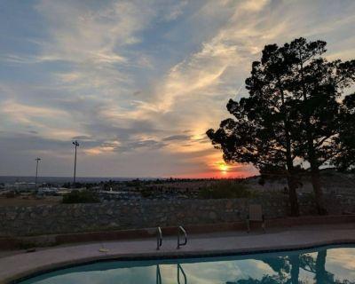 Nice House 1600 Sq. ft,, Fire place, Swimung pool, Jacuzzi - El Paso