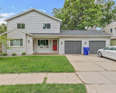 Beautifully updated 2 Bedroom, 1.5 bath duplex that is located in a desirable location - Appleton
