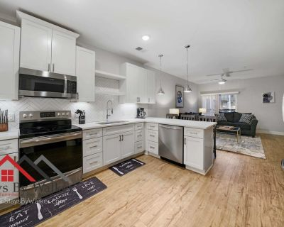 Modern 2BR/2B King Beds Cable/Pool/Gym (911 SqFt) QUIRKY, INCLUSIVE, LIVEL - Plaza Midwood