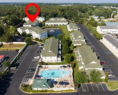 Unit 4202 @ 2007 Sandy Bottom Cir - The Tides, 2 Bedroom, 2 Bath, Stunning Condo, East of Rt 1, Sleeps 6, Community Pool, Stellar Furnishings, Walk or Bike to Town, Like New! **Includes Sheets & Towels in 2020** Includes 1 RB City Parking Hangtag - Rehoboth Beach