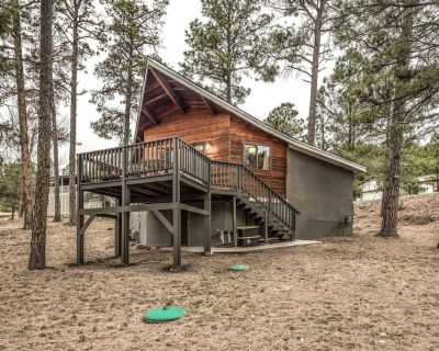 'Peak In The Pines'- Charming Cabin in the Woods w/ A/C & Hot Tub! Completely Stocked + Hiking Spots - Ruidoso