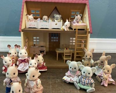 Calico Critters House with families