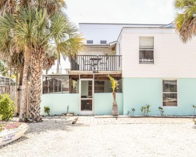 This pet friendly beach home is half of a two-story duplex that has 3 bedrooms/2 bathrooms, sleeps 7 and is conveniently located on the north end of Fort Myers Beach. - Fort Myers Beach