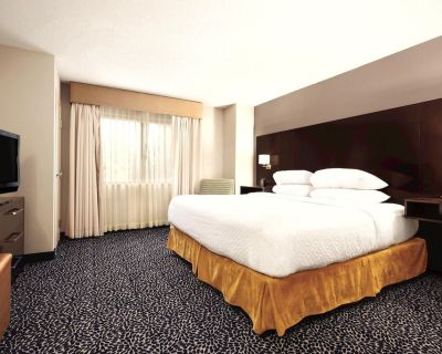 2-Bedroom Suite at Embassy Suites by Hilton Louisville East by Suiteness - Lyndon