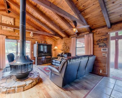 Lincoln Log Cabin, 3 Bedrooms, Hot Tub, Fireplace, Grill, Sleeps 7 - Ruidoso