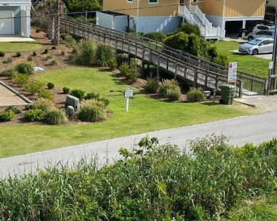 Newly Listed Second-row 3 Br/2 BA Beach Bungalow Flat! - Emerald Isle