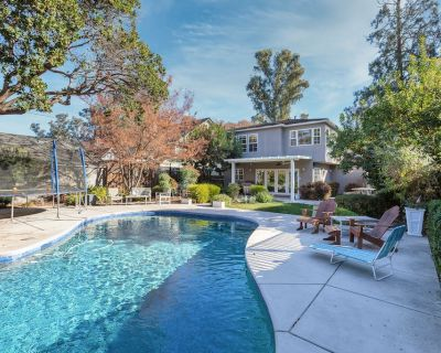 Land Park Luxury Home | Private Pool & Chef s Kitchen | Steps to William Land - Land Park