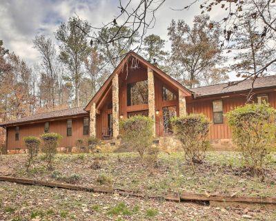 Luxe Spacious Stone Mountain Retreat w/ Sauna! - Stone Mountain