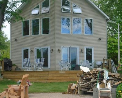 LAKE FRONT HOME - Great Boating, fishing & swimming! - Meridian charter Township