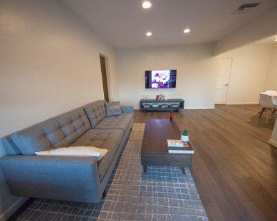 Simple Morden House with Great Lighting in Altadena/Pasadena, Altadena, CA