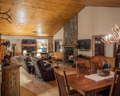 Warm Cozy Mountain Lodge Spacious 5 bedrooms, Game Room, 4 baths, 3 Decks. - Lake Arrowhead