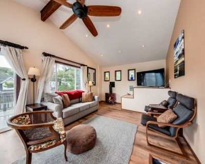 Secluded dog-friendly house near the beach w/ private grill & gas fireplace! - Lincoln City