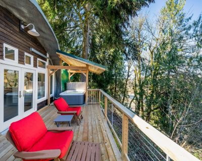 Unique, Dog-Friendly, Riverfront Cottage w/ Free WiFi, Views, & Private Hot Tub - Springfield