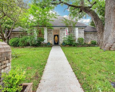 *Affordable 5 Bed-pool/outdoor living/kitchen/ 30 Day Min - Southwest Arlington