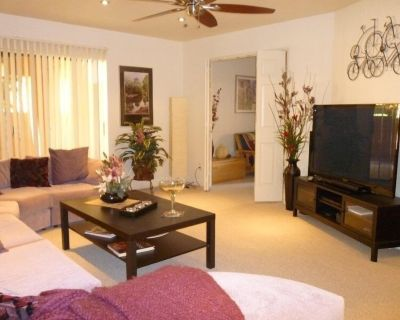 Luxury Poolside Condo Elegantly Furnished a Home away from home - Paradise Valley Village
