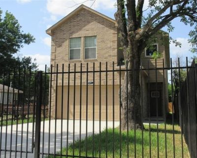NEW Central HTX Family Home Sleeps 15  Near UH,TSU - Foster Place