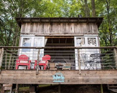 Glamping Cottage on 116 Acre Farm- Cowgirl Cabin - Grandview