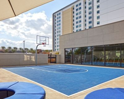 Cozy Suite for 5! Close To Attractions! Pool, Parking and Waterpak! - Anaheim Resort