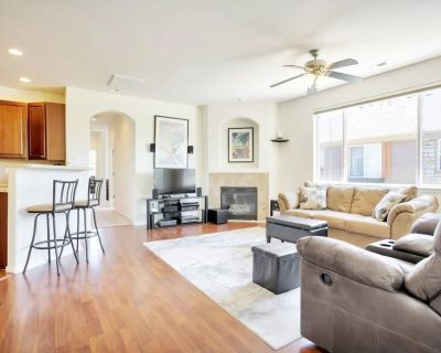 Luxe Private Getaway Just North of Downtown Denver! - North Central Westminster