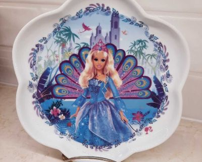 Barbie ceramic plate, 2006 by Mattel in mint condition!
