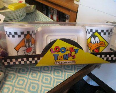 Brand New Looney Tunes 3 Pc Bathroom set