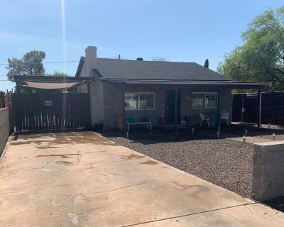 Private home with close freeway access 20 min to anywhere in the valley! - Midtown