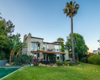 Hollywood Hills European Villa with private pool, yard, and sweeping city views!, Los Angeles, CA
