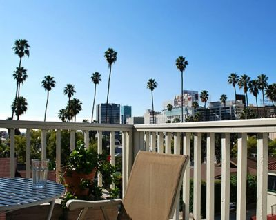 Spacious, Bright 2-Bedroom Hollywood Retreat - Hollywood
