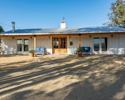 Hip Renovated Ranch with Awesome Views and Great Entertainment Space. - Paso Robles