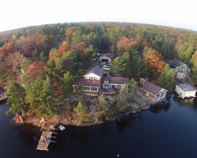 Muskoa Lake retreat, 4 bedrooms, 4 season with hot tub, fire pit, includes water toys - Big Chute
