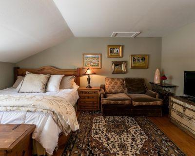 Gillespie House- West Suite | Conveniently Located - Fredericksburg