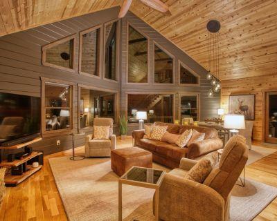 A Blue Ridge Modern Luxe Retreat on 4 Private Acres - Blue Ridge