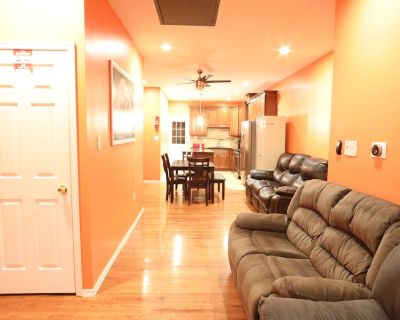 Affordable 4TVs IN\OUT security SMELLS NEW, PARTY & BBQ YARD, Spotless Clean - North Philadelphia West