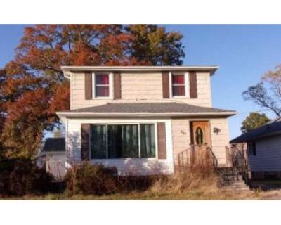 4 Bed 3 Bath Foreclosure Property in Benton, IL 62812 - W 5th St