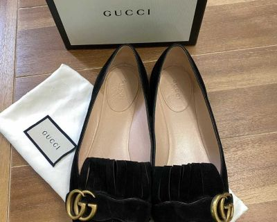 Gucci suede loafers size 39 fits size 8