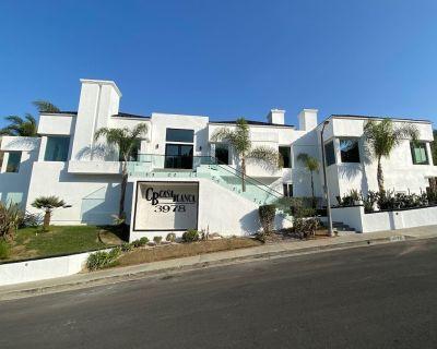 Modern Mansion with City Views, Heated Pool, Hot tub, & Luxury Cabana - Baldwin Hills