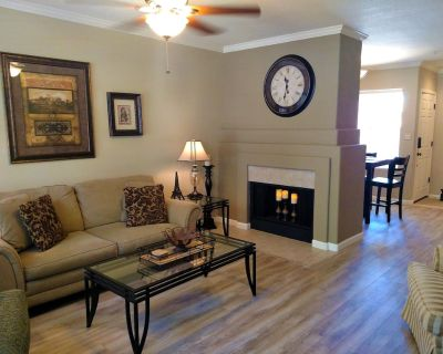 McCormack Ranch 1st floor 2 Bed 2 Bath Condo. Located Near Shopping, Dinning - McCormick Ranch