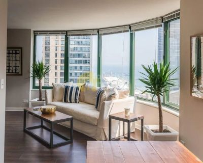 Sweeping Views, Pool & Gym – 3 bedroom apartment Streeterville, Chicago